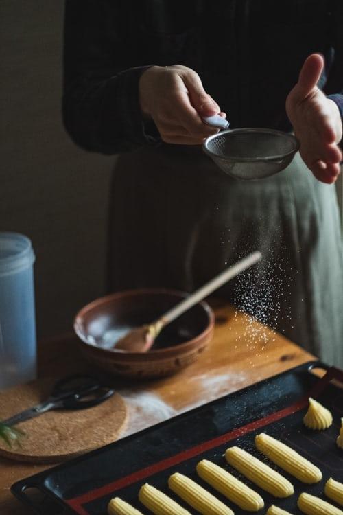 eclairs baking